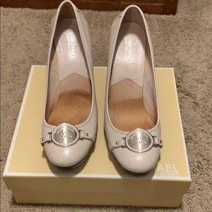 Michael Kors Platform Loafer Heels off white 8.5